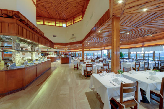 montana-pine-resort-main-restaurant-7