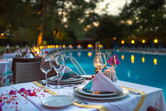 montana-pine-resort-marmara-pool-restaurant-1